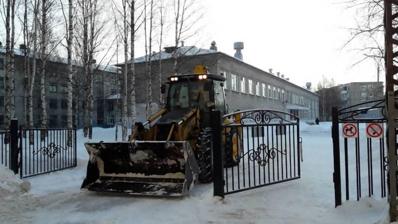 Лопата для уборки снега компактная