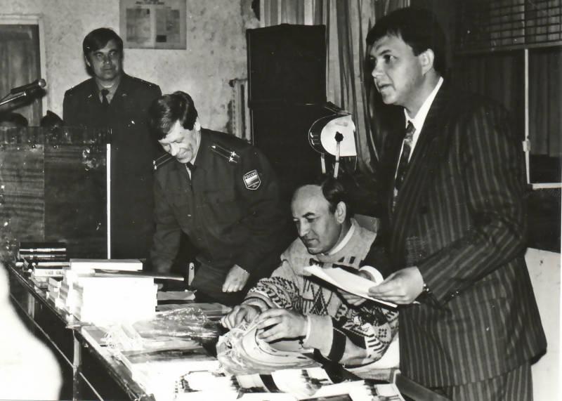Первый руководитель Российского Союза Молодежи в Архангельской области Виктор Николаевич Павленко (крайний справа)